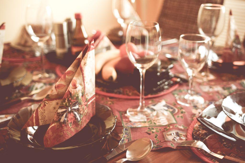 christmas-table-setting-picjumbo-com